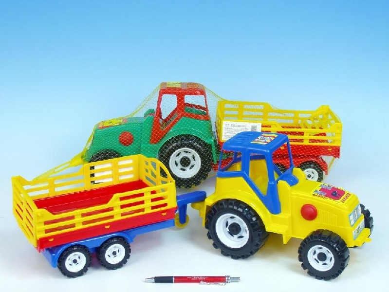 Traktor 213 s vlekem Farmer